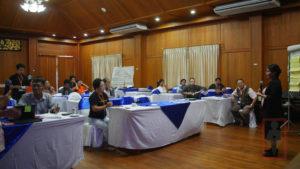 Ateneo De Davao တကၠသိုုလ္ ရဲ႕ဒုုတိယ ပါေမာကၡ ေဒါက္တာ Lourdesita Sobrevega Chan အား ထိုုင္းႏိုုင္ငံ၊ မဲ့ေဟာင္ေဆာင္ တြင္ က်င္းပျပဳလုုပ္ေသာ ကရင္နီပညာေရး ညီလာခံ တြင္ေတြ႔ ရစဥ္။