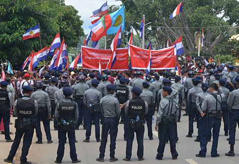 ဗိုုလ်ချုပ်ကြေးရုပ်မှ အစပြုသော ဂယက်နှင့် သောင်းပြောင်းထွေလာ နိုုင်ငံရေး