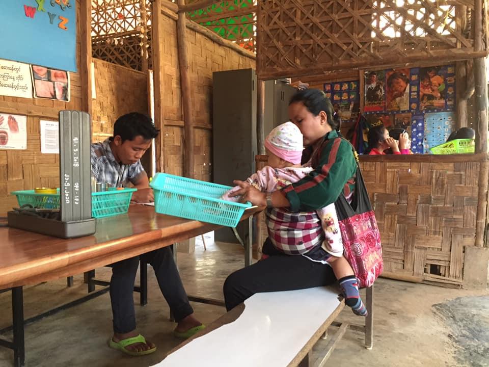 နေရာကျဉ်းကြပ်မှုကြောင့် ဒုက္ခသည်ကလေးငယ်များ ရောဂါကူးစက်မှုပိုများနေ