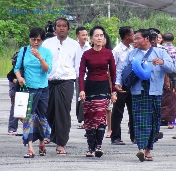 နိုင်ငံတော် အတိုင်ပင်ခံပုဂ္ဂိုလ် ဒေါ်အောင်ဆန်းစုကြည်ကို တွေ့ဆုံခွင့်ရရန် ဒေသခံများမျှော်လင့်