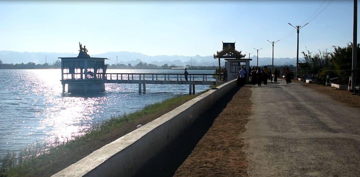 ငွေတောင်ဆည်၊ ပါဒေါဒူရေဝင်ပေါက် မယ်စလီတော၌ ဓါးထောက်၍ ဆိုင်ကယ်နှင့်ဖုန်း လုယက်မှုဖြစ်ပွား